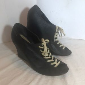 """FEUD BRITANNIA"" ""Marianne"" Wedge Lace Up Shoe."